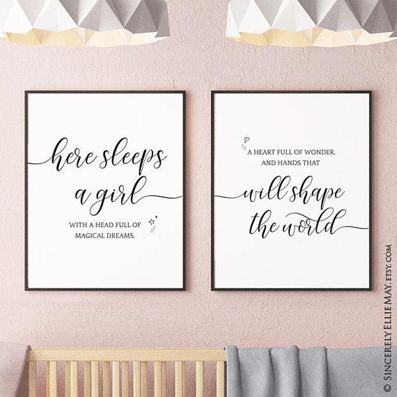 Kindergarten Kunst Mädchen hier schläft ein Mädchen Zitat – Wall Decor druckbare Zeichen, Baby oder junge Mädchen Schlafzimmer hängen, als Baby-Dusche-Geschenk 40074 geben  – Milania
