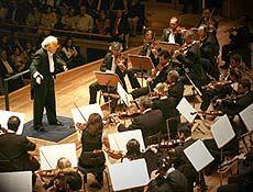 """A Orquestra Bachiana Filarmônica realiza o quinto concerto de sua temporada nesta quinta-feira, 14, às 20h30, no teatro do Ciee (Centro de Integração Empresa-Escola), completando a execução dos Concertos Brandenburgueses de Bach, sob regência do maestro João Carlos Martins. A entrada é Catraca Livre, mas as inscrições devem ser feitas pelo telefone (11) 3040-6541/6542. Serão...<br /><a class=""""more-link""""…"""