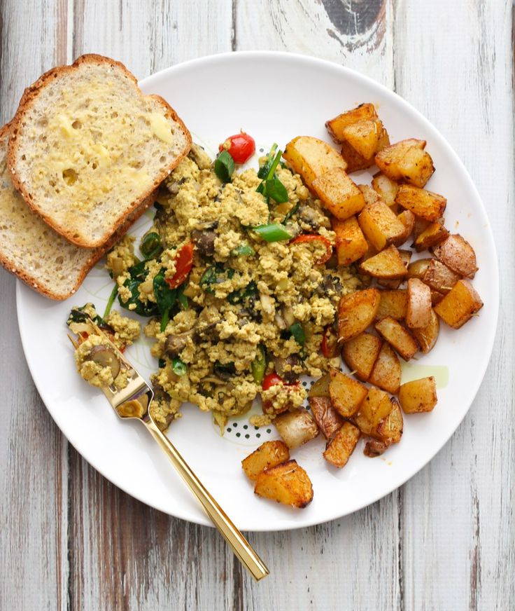 Vegan Tofu Scramble & Paprika Potatoes // apolloandluna.com