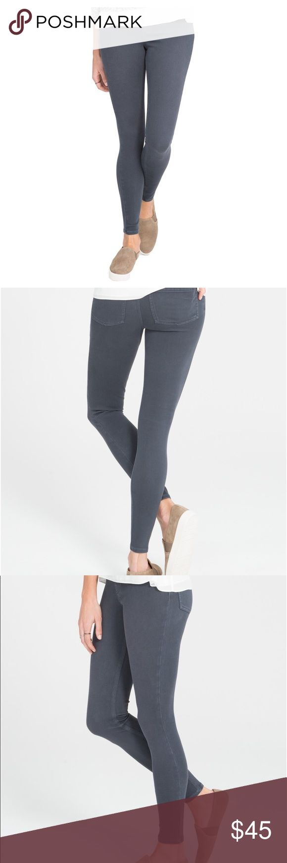 """New Spanx """"Jean-ish Leggings"""" pants, size Medium The slim's built in—Shaping panel targets tummy Faux front pockets and functional back pockets offers the look of a classic 5-pocket jean Designed to hit at your natural waist for great coverage and no muffin top! Inseam: 28.5"""" SPANX Pants Leggings"""
