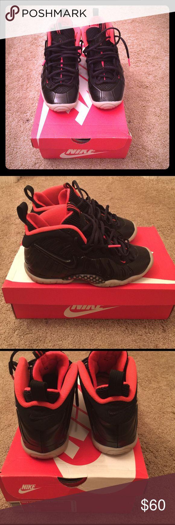 Nike Yeezy foamposite Kid size 4 Bottom of the shoe glow in the dark Shoes Sneakers