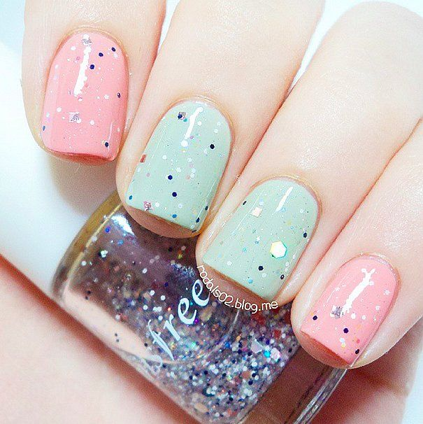 These pastel nails are perfect to welcome in spring.