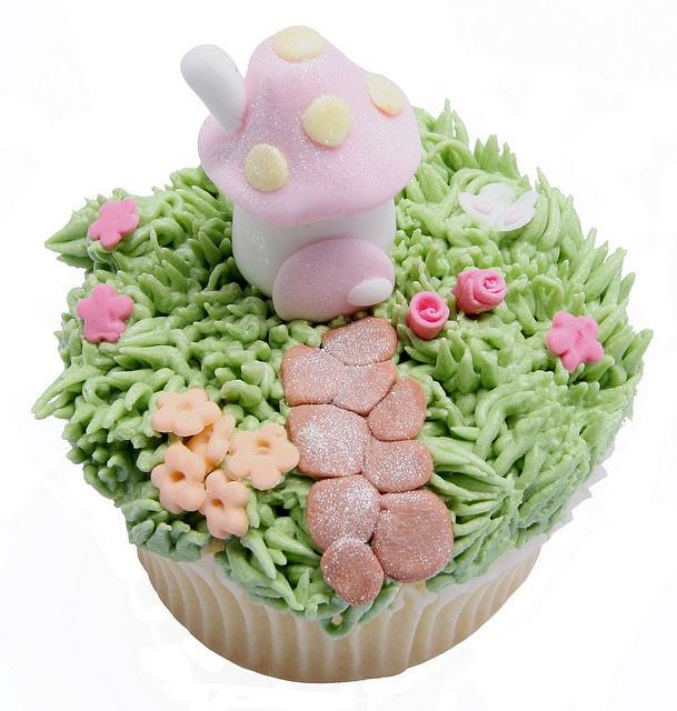 Cute Fairy Cupcakes! Love all the details.