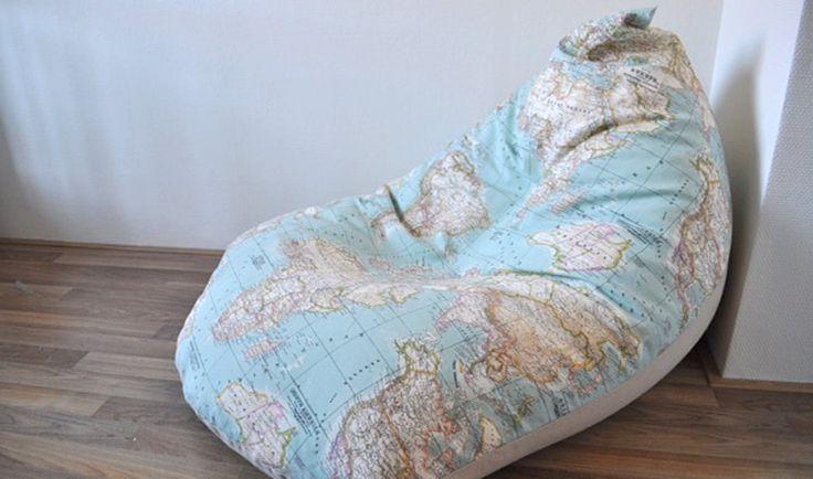 Plof lekker neer op deze zitzak, gemaakt van stof Inez en stof Thijs door Hana. Je vindt de werkbeschrijving op https://www.kwantum.nl/creatief-met-stoffen. #DIY #Stof #Kwantum