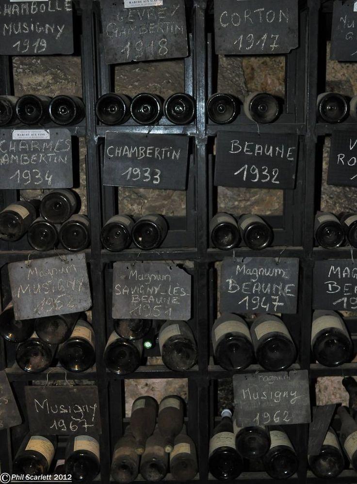 De vieilles bouteilles de Bourgogne qui font saliver...Old burgundy wine...