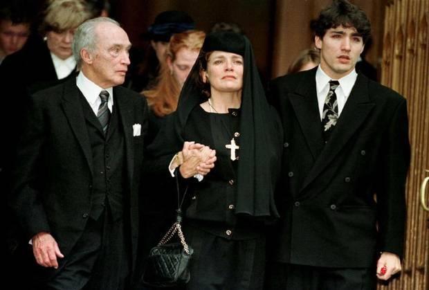 Former prime minister Pierre Trudeau, his ex-wife Margaret Kemper and their son Justin Trudeau attend a memorial for Michel Trudeau in Montreal on Nov. 20, 1998. Justin's brother died in an avalanche in B.C. (Andre Forget /Reuters)