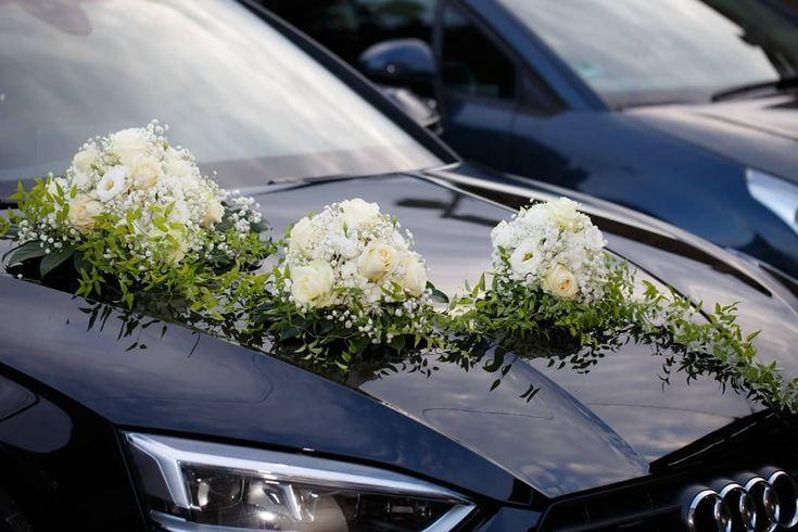 Autoschmuck Auf Der Hochzeit Hat Nicht Nur Das Brautpaar Blumen Sondern Auc Auc Auf Autoschmuck Blumen Braut Hochzeit Auto Fotowand Schone Fotos