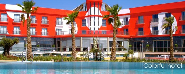 La atrevida fachada del Hotel Spa Torre Pacheco
