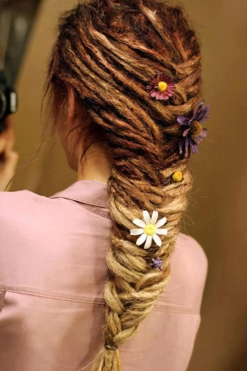 oh my goodness, some people thing dreads are unkempt or unattractive, this is a beautiful set of dreads in a beautiful style!