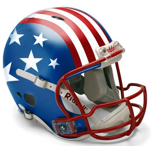 El casco con la bandera de los estados unidos blaco y rojo y azul es para el ultimo admirador de fútbol americano, cuesta sesenta dólares en la tienda ropa de disquentos target.