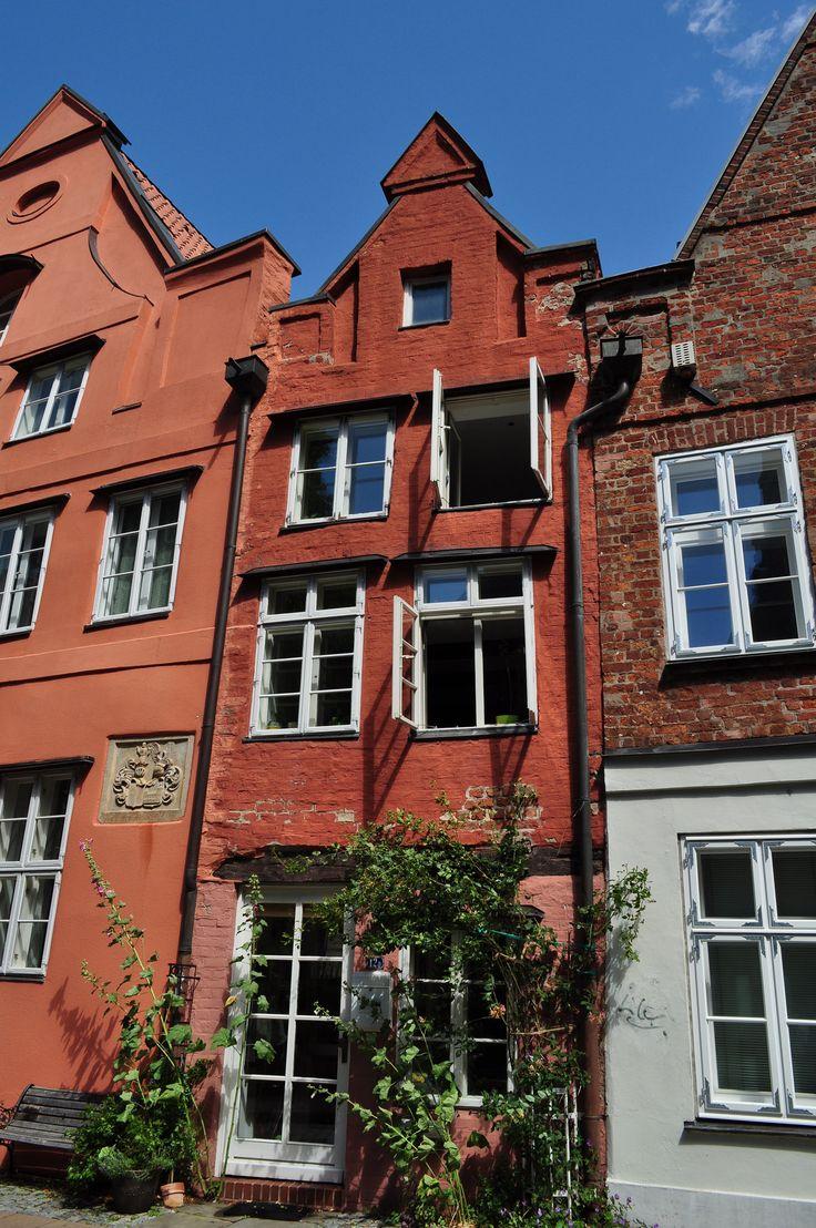 Les maisons de  Lunebourg, Wandenfärberstraße, Basse-Saxe, République Fédérale d'Allemagne. | Lunebourg, ville de basse-Saxe, doit son extrême richesse au Moyen Age au commerce du sel et à son appartenance à la Hanse. La ville n'a pas trop souffert durant la deuxième Guerre mondiale et conserve un riche patrimoine architectural.