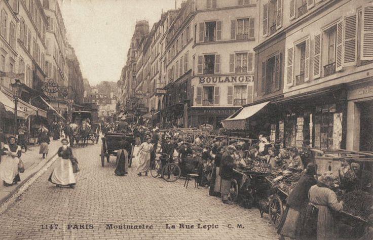 Il y avait du monde, rue Lepic, les jours de marché... (ancienne carte postale, vers 1900) - Paris 18e