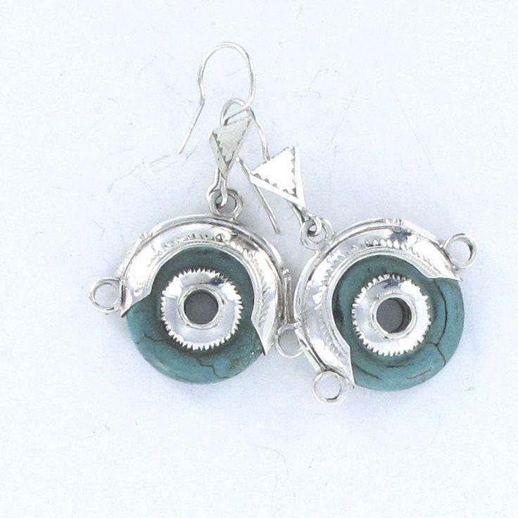Boucles d'oreilles Touareg et turquoise forme losange en argent massif. http://www.laoula-bijoux.com