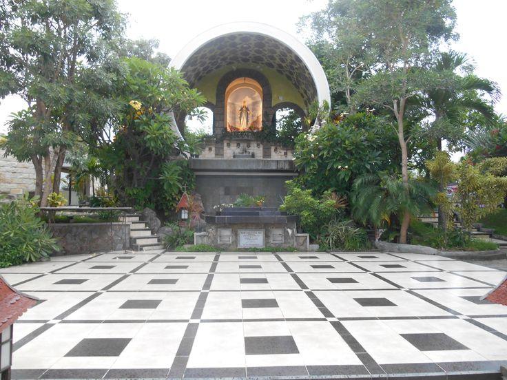 Gereja Katolik Santo Marinus Yohanes in Surabaya, Jawa Timur