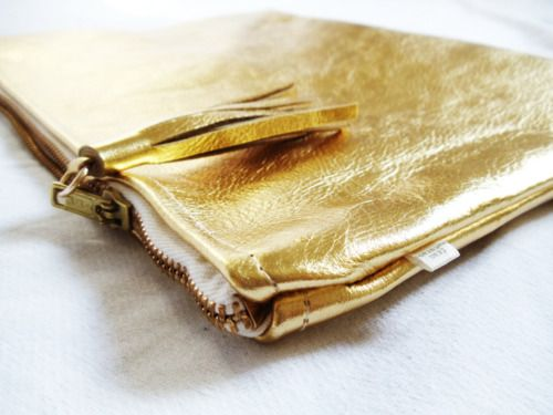 Gold leather Clutch     Soon     www.franmaturana.com    https://www.facebook.com/pages/NONONSTOP