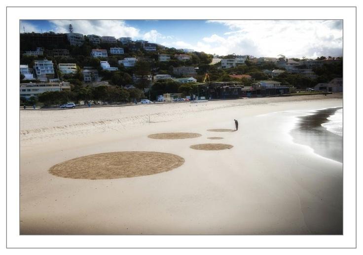 Site_Specific 2011. Left of Us Circles deposited by the tide. Strijdom van der Merwe at work. Photo: Elizabeth Olivier Kahlau
