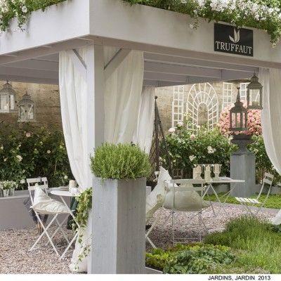 W ogrodach Tuileries w Paryżu na przełomie maja i czerwca odbyła się dziesiąta edycja wystawy architektury krajobrazu. To jedno z najbardziej prestiżowych i najważniejszych wydarzeń w branży ogrodniczej. Paryska wystawa wyznacza trendy i standardy jakości, jest inspiracją dla architektów krajobrazu na całym świecie. http://www.sztuka-krajobrazu.pl/441/slajdy/jardins-jardin-wyznacza-swiatowe-trendy