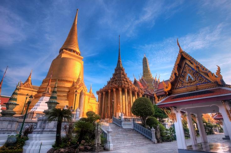 FLY WITH THAI AIRWAYS TO BANGKOK