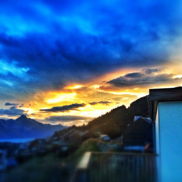 All hail the mighty sunset!! #runningtogetcamera #skyporn #queenstown