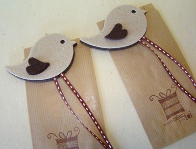 Twitter is increasing in importance, why not a bookmark that reminds the popular social network and also the necessity to keep reading?