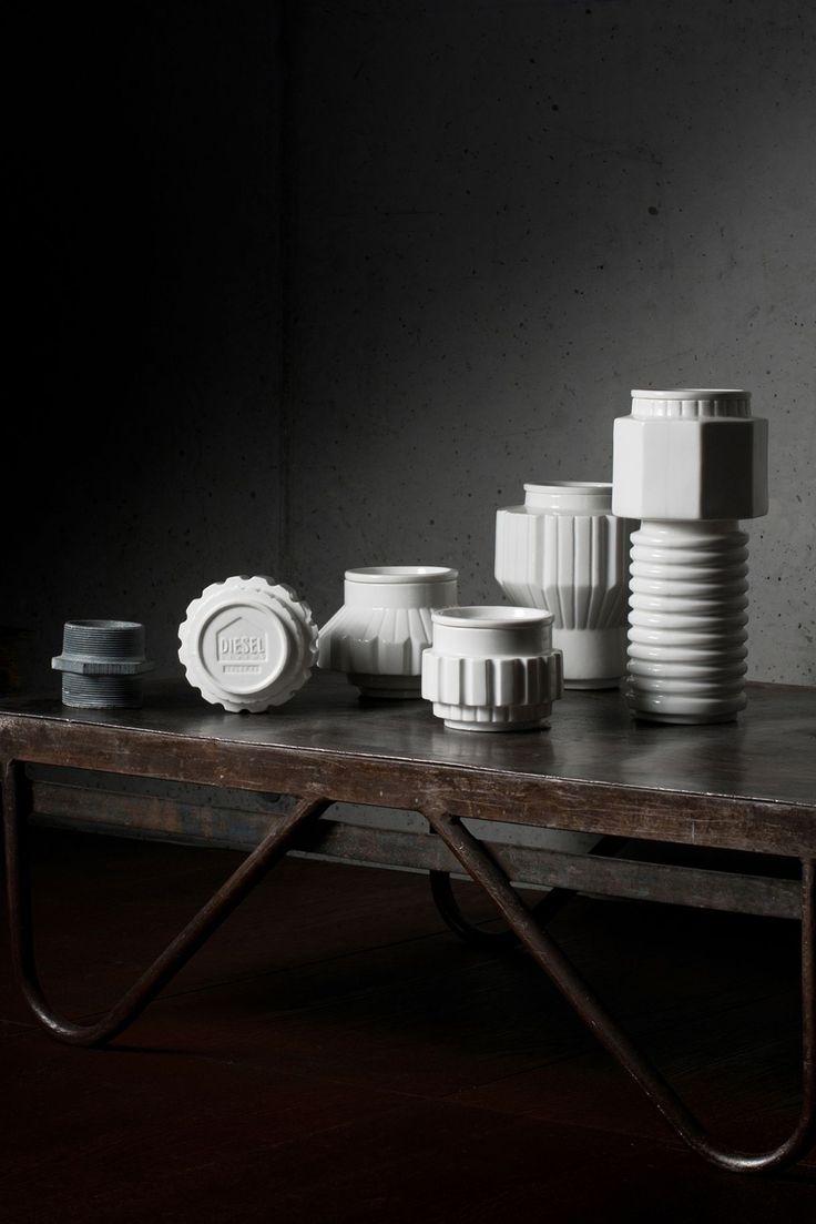 Flotte Machine Collection opbevaringskrukker i porcelæn fra Seletti er designet i samarbejde med Diesel. Diesel Living har fået inspiration fra maskineri, derfor ligner tingene overdimentionerede bolte, møtrikker, tandhjul og skruer.