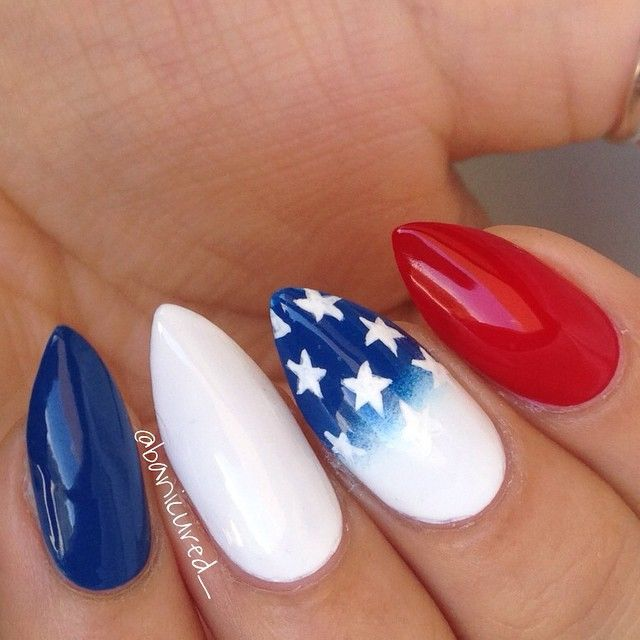 Another 4th of July design for all of you who want some ideas for the weekend ⭐ Tutorial on the accent nail will be up later!