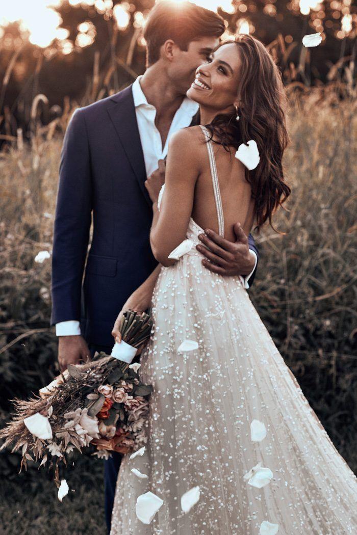 Völlig besessen von diesem perlenbesetzten Brautkleid aus der neuen Grace Loves Lace …