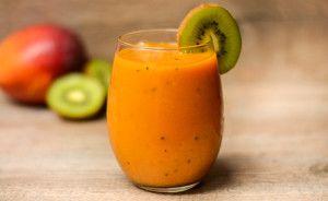 Voici une superbe recette de smoothie tout plein de vitamines et de soleil our survivre à l'autome!
