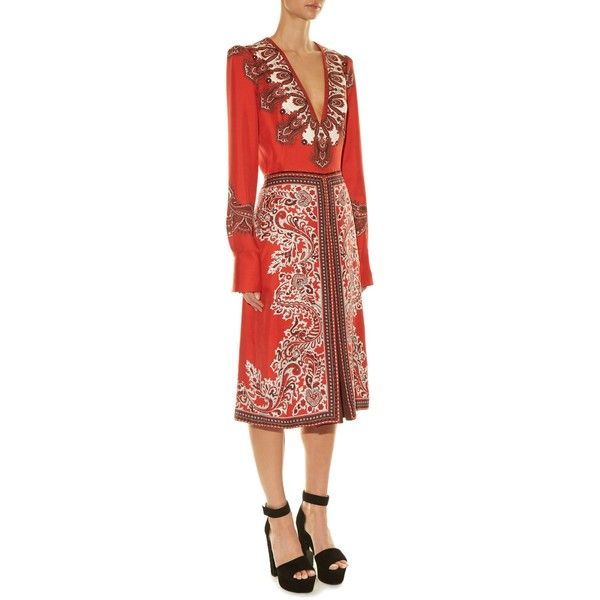 Alexander McQueen V-neck paisley-print dress (€840) ❤ liked on Polyvore featuring dresses, plunge-neck dresses, plunging v neck dress, paisley dress, red print dress and mid calf dresses