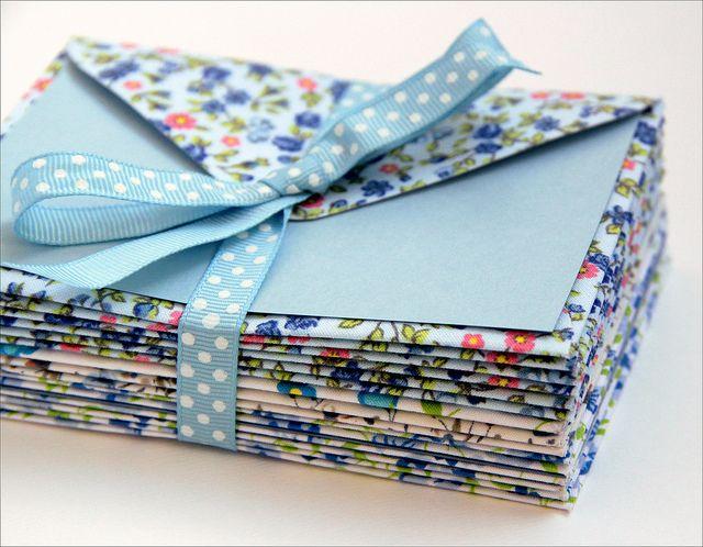 Envelopes de tecido by Zoopress studio, via Flickr