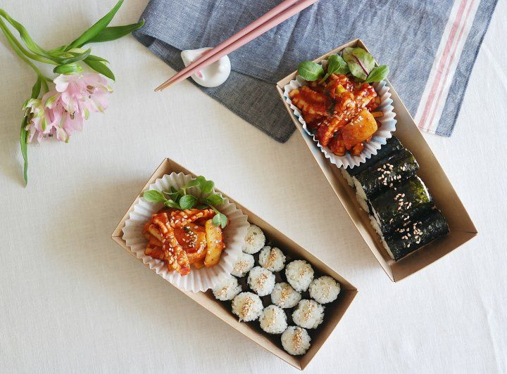 bring the Korean street food in your very own kitchen ;) Ojingo bukom (sweet and sour spicy squid) and kimpop !