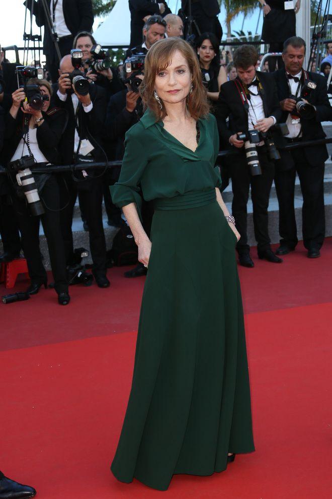 isabelle hupert Cannes 2016 La montee des marches du film Elle 3