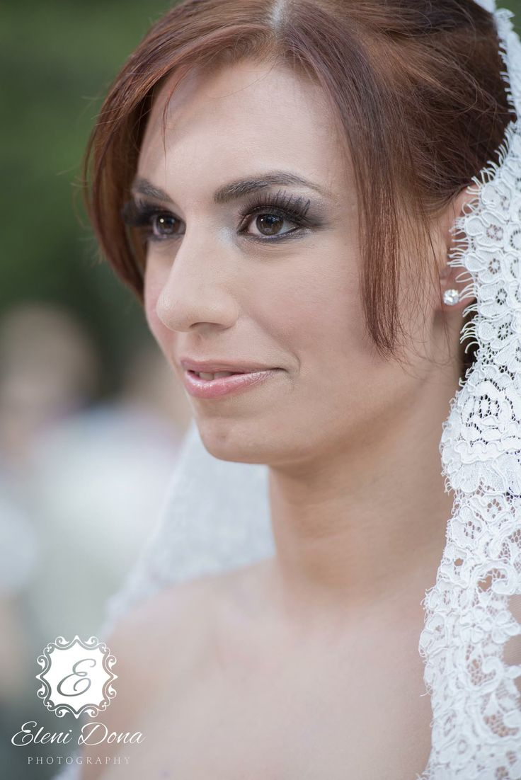 Orthodox wedding in Greece. Bridal portait. Photography by Eleni Dona.