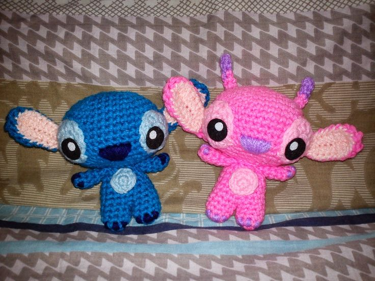 How to crochet amigurumi versions of Stitch and Angel from Lilo & Stitch.