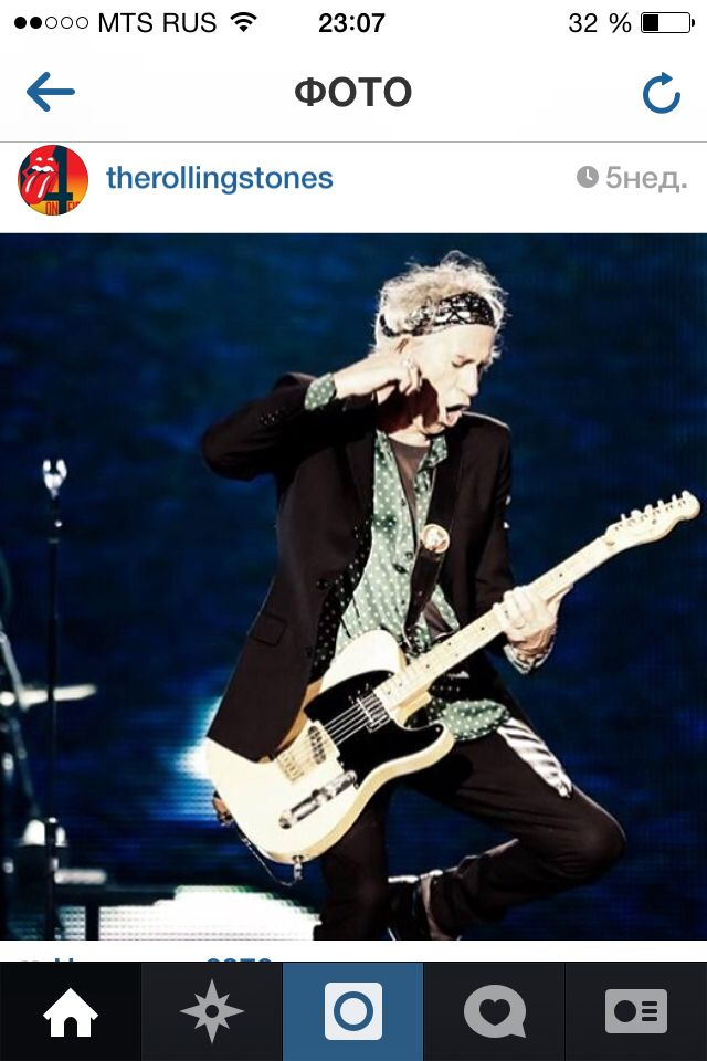Кит Ричардс кричит на гитару