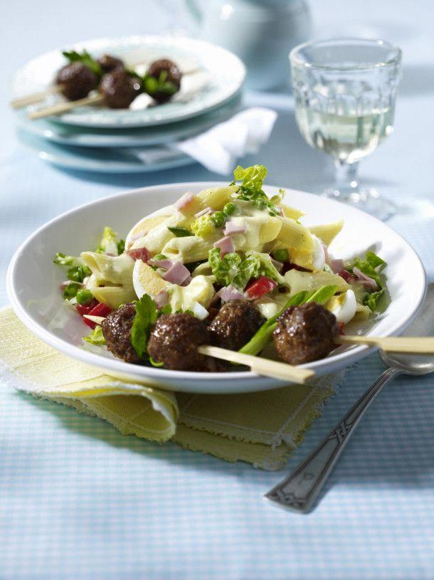 Unser beliebtes Rezept für Nudel-Curry-Salat mit Eiern, Schinken und Hackbällchen-Spießen und mehr als 55.000 weitere kostenlose Rezepte auf LECKER.de.