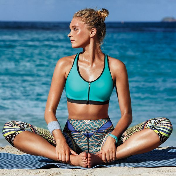 Just breathe. This workout look has Body-Wick fabric that keeps you cool and dry. | Victoria's Secret Sport Knockout Front-Close Sport Bra