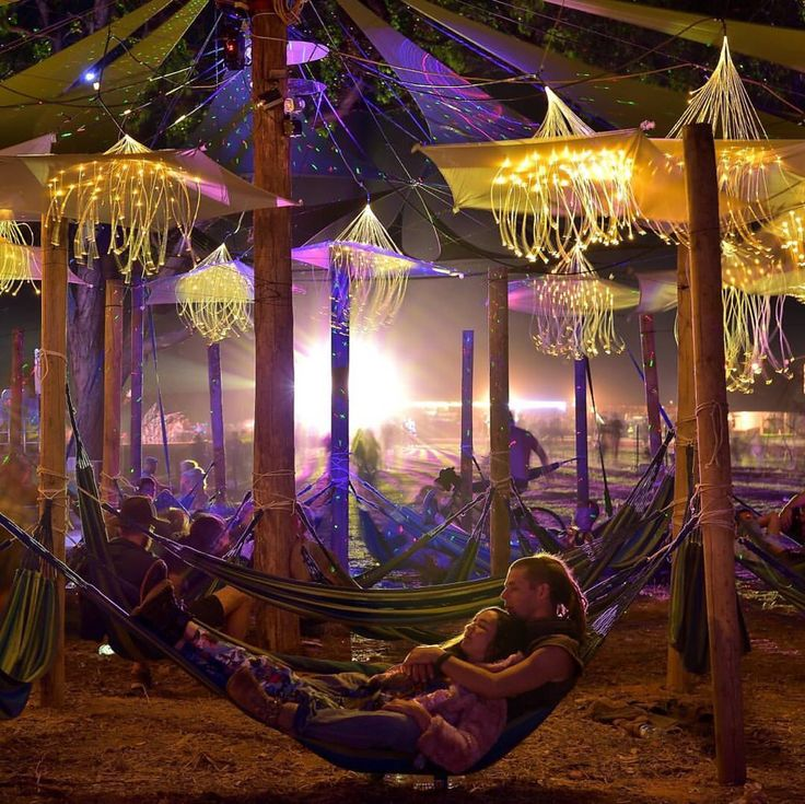 Optic fibers and lazer shimmer in hammockville @rainbowserpentfestival2017