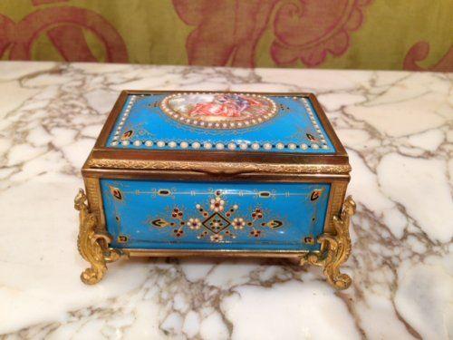 Coffret bijoux porcelaine signé Tahan 1850