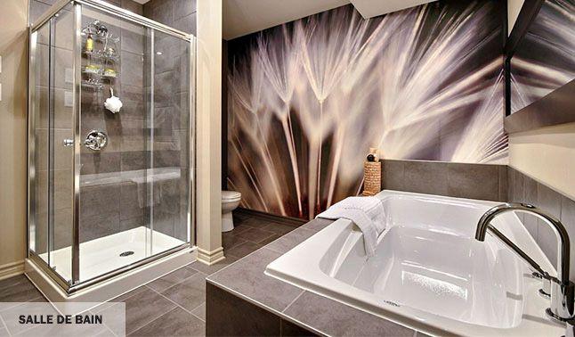 Salle de bain luxueuse, au design moderne, inspirant le bien-être et la relaxation.