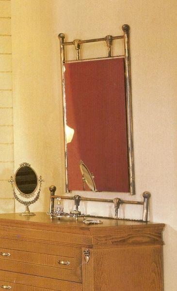 Καθρέπτης με μεταλλικό σκελετό