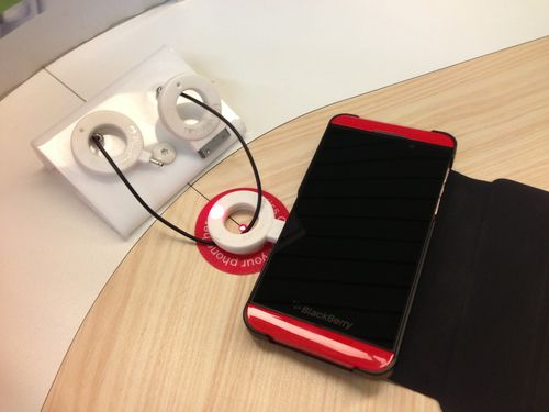 Interesting wireless charging by PowerKiss. Found in Schipol airport. Photo by @andyzain