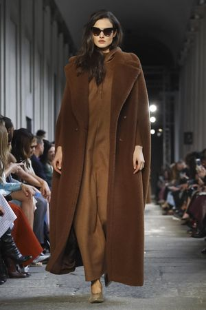 Max Mara Ready To Wear Fall Winter 2017 Milan: http://nwf.sh/MaxMaraFW17 #MaxMara #RTW #FW17 #MFW