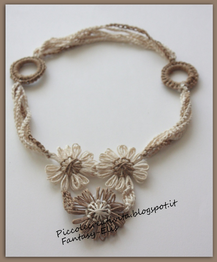 collana spago, fiori e catenelle - crochet #necklace and #loom flowers