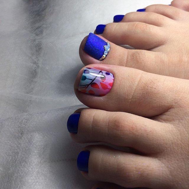 👣для @a212zdiana ✂️Обработка ногтей 🎨Гель-лак, пленки 💎Стразы #swarovski