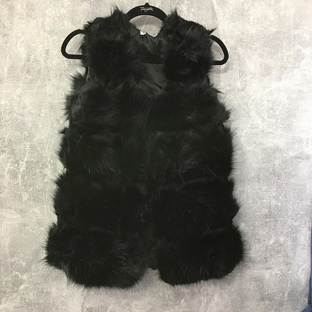 Luxe Fake fur gilet £45 . Sizes s.m and l. #fur #fakefur #newin #mondays