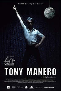 """TONY MANERO (2008), de Pablo Larraín. SINOPSIS: Santiago de Chile, 1978. En medio de un difícil contexto social, la dictadura de Pinochet, Raúl Peralta, de unos cincuenta años, está obsesionado con la idea de interpretar a Tony Manero, el personaje de John Travolta en """"Fiebre del Sábado Noche"""". Sus ansias de interpretar a su gran ídolo y su anhelo de ser reconocido como una estrella del mundo del espectáculo a nivel nacional le empujan a cometer una serie de crímenes y robos."""