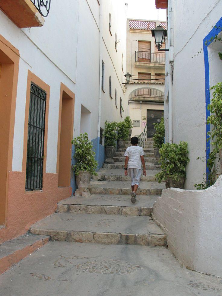 Subiendo a la parte antigua del pueblo de Calpe