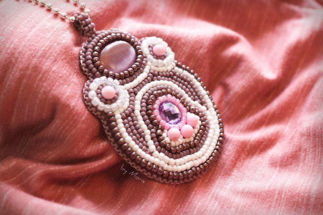 Hand made purple pendant embroidered with seed beads #beading #beads #diy #haftkoralikowy #handmade #JEWELLERY #jewelry #koraliki #naszyjnik #necklace #pendant #rękodzieło #umorisa #wisiorek #wyszywaniekoralikami