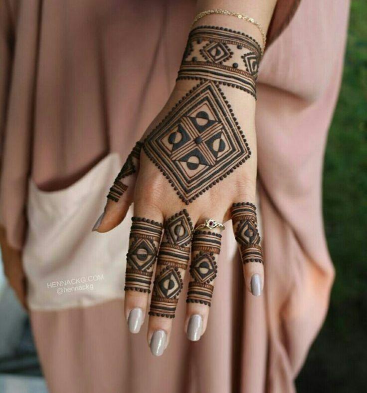 hand henna geometric